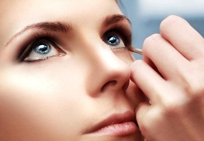 Precauciones a tener en cuenta si te maquillas y tienes lentillas