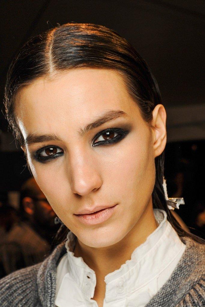 20_looks_de_eyeliner_directos_desde_el_backstage_343197897_683x1024