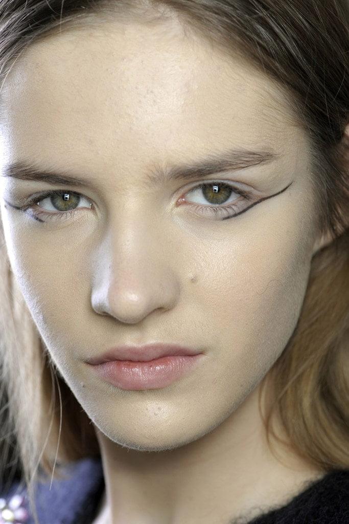 20_looks_de_eyeliner_directos_desde_el_backstage_362913414_683x1024