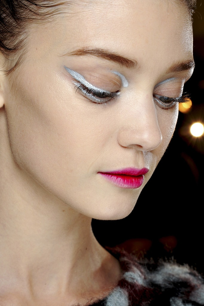 20_looks_de_eyeliner_directos_desde_el_backstage_554330106_683x1024