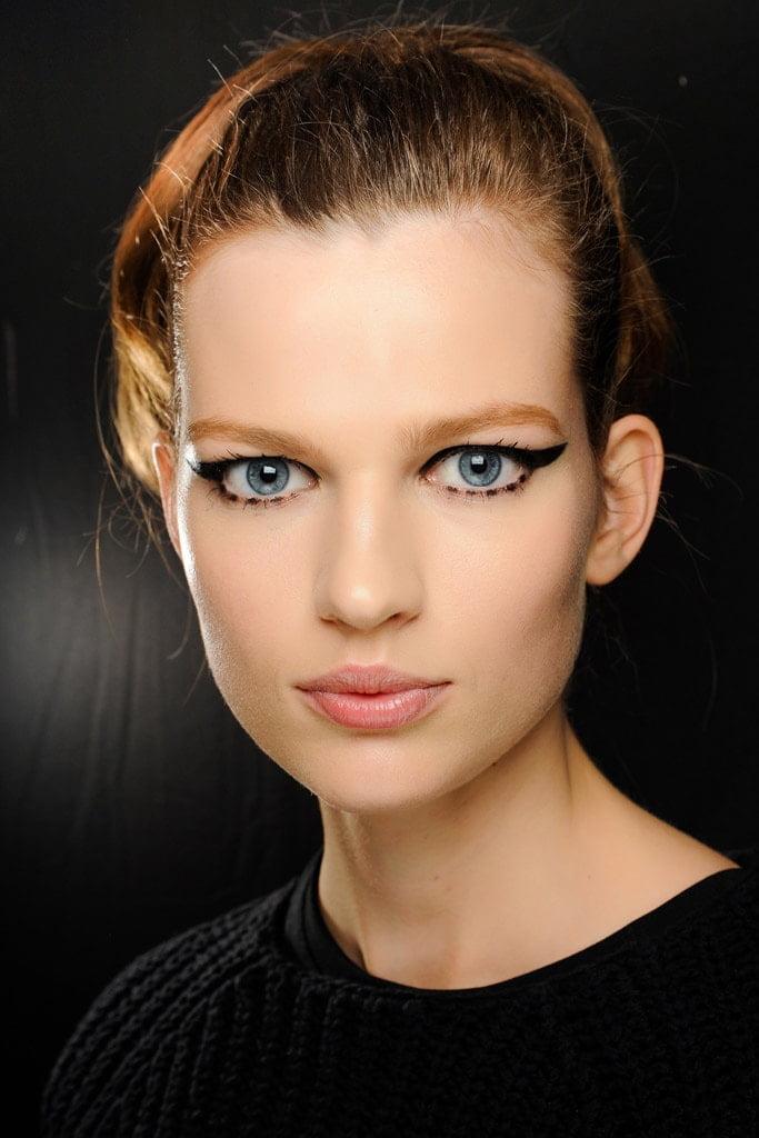 20_looks_de_eyeliner_directos_desde_el_backstage_686129517_683x1024