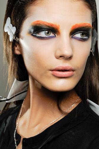 iesto_es_halloween_la_pasarela_nos_inspira_para_los_maquillajes_menos_convencionales_58307413_335x