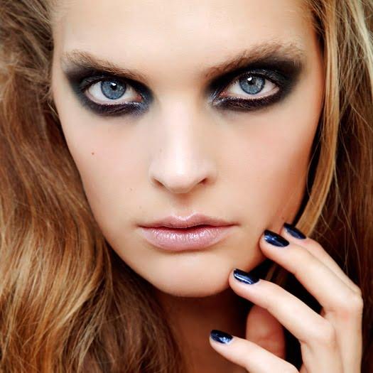 Esmaltes azul oscuro, casi negro