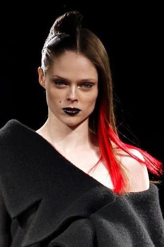 tendencia_halloween_la_pasarela_nos_inspira_en_18_maquillajes_para_salir_de_la_rutina_9761_335x