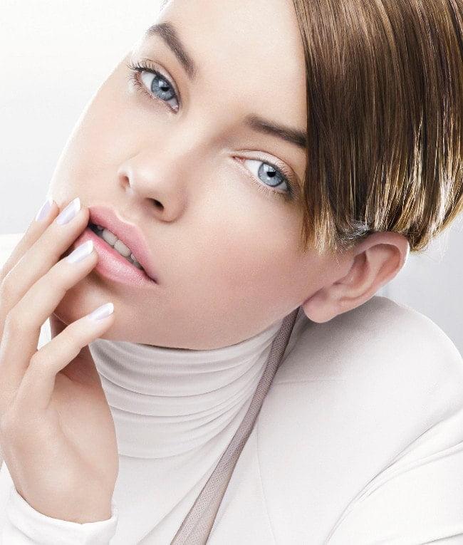 Luce unas uñas inmacualadas con Les Blancs de L'Oréal