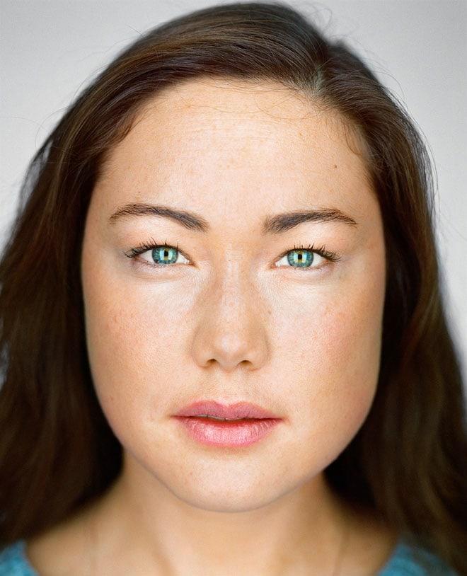 Oona Wally, 25 años, Brooklyn, Nueva York. Autoidentificación: china y judía / caucásica. Casilla del censo marcada: blanca / china.