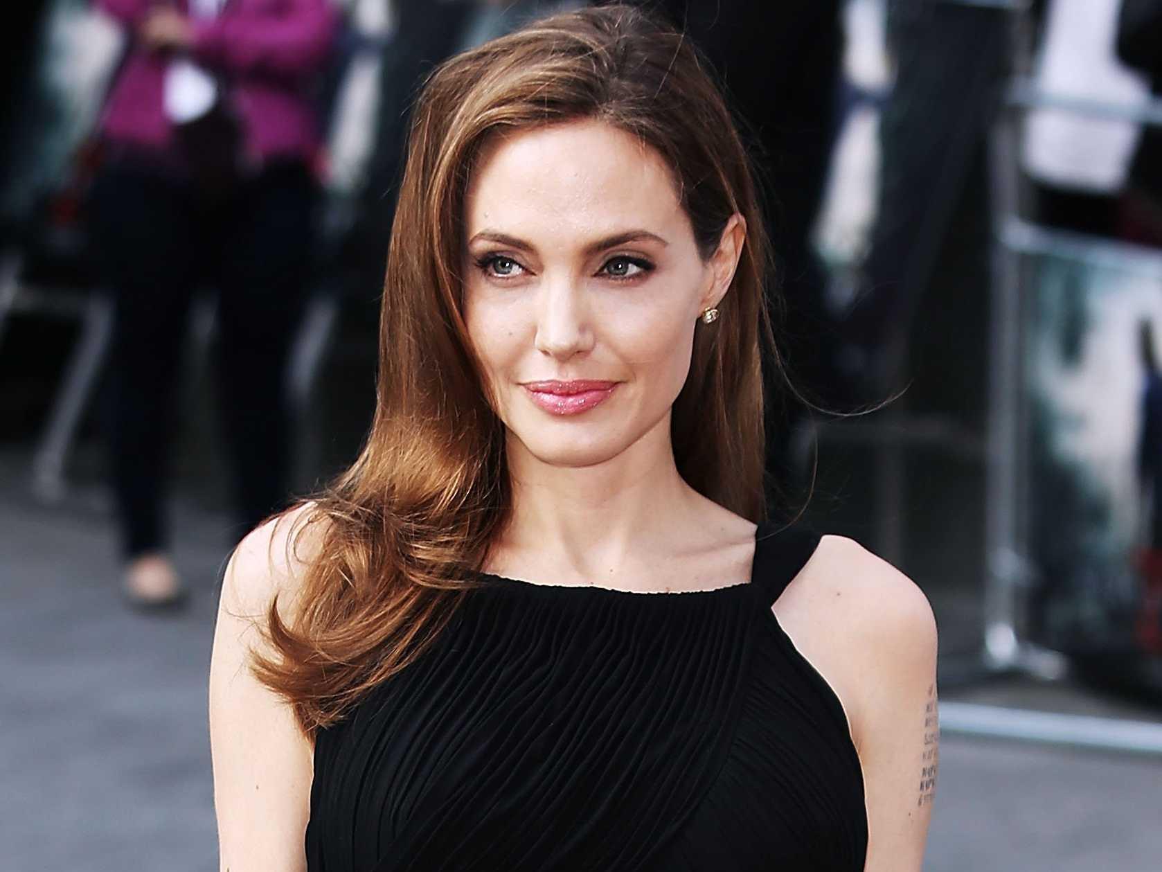 Aprende a maquillarte como Angelina Jolie o Adriana Lima