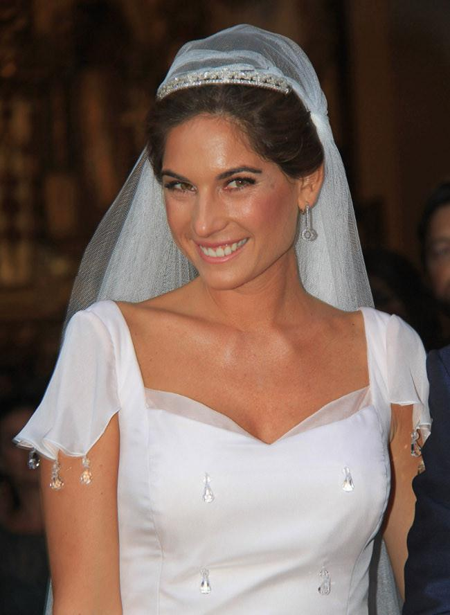 ¿Blanca y radiante va la novia?