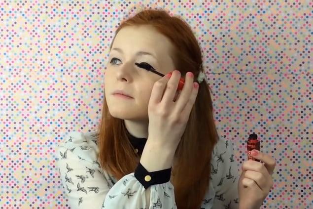 Los videotutoriales de Lily Edwards, la youtuber ciega, colapsan la red