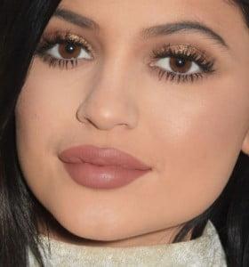 Consejos para dar volumen a los labios al estilo Kylie Jenner
