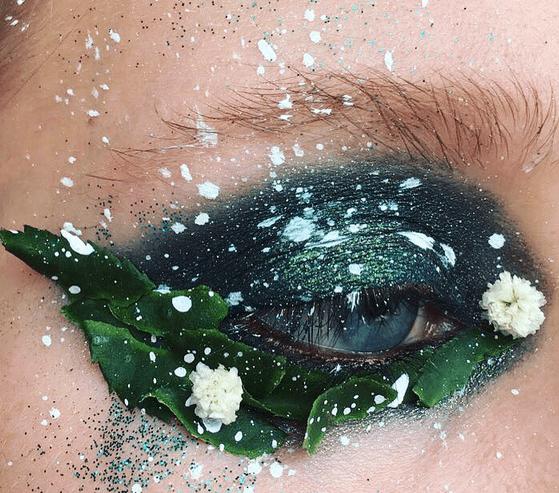 adornar ojos con flores